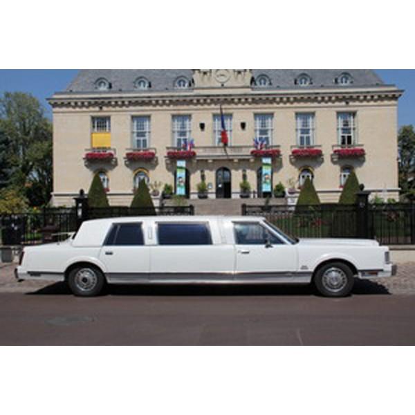 location auto retro collection lincoln town car 1988 limousine. Black Bedroom Furniture Sets. Home Design Ideas