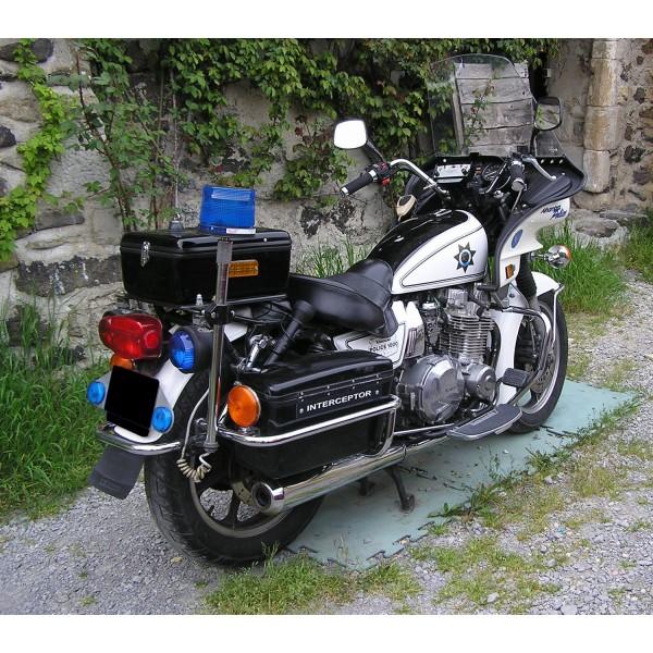 location auto retro collection kawasaki moto de la police californienne 1982. Black Bedroom Furniture Sets. Home Design Ideas