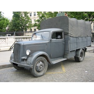 location auto retro collection camion militaire allemand opel blitz 1942. Black Bedroom Furniture Sets. Home Design Ideas