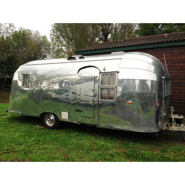 location auto retro collection caravane airstream flying cloud de 1955. Black Bedroom Furniture Sets. Home Design Ideas