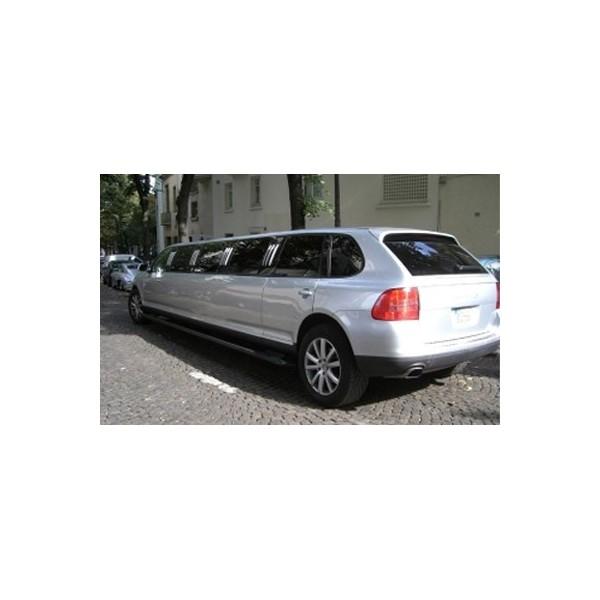 location auto retro collection limousine porsche cayenne gris 2006. Black Bedroom Furniture Sets. Home Design Ideas